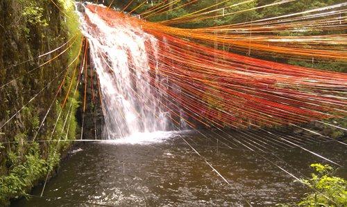 Cascade du Bois de Chaux et oeuvre de Pier Fabre Dripping